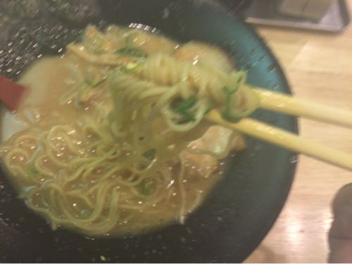豚骨の鈴木 麺