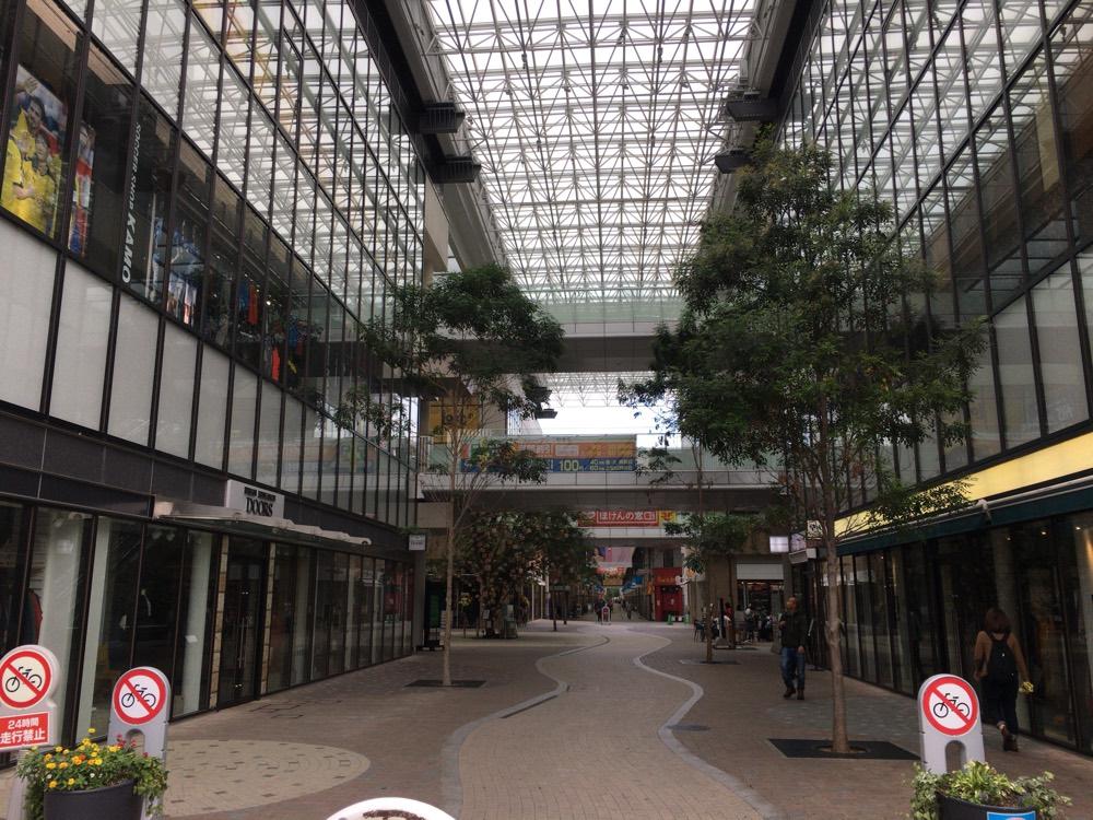 丸亀市内のアーケード街